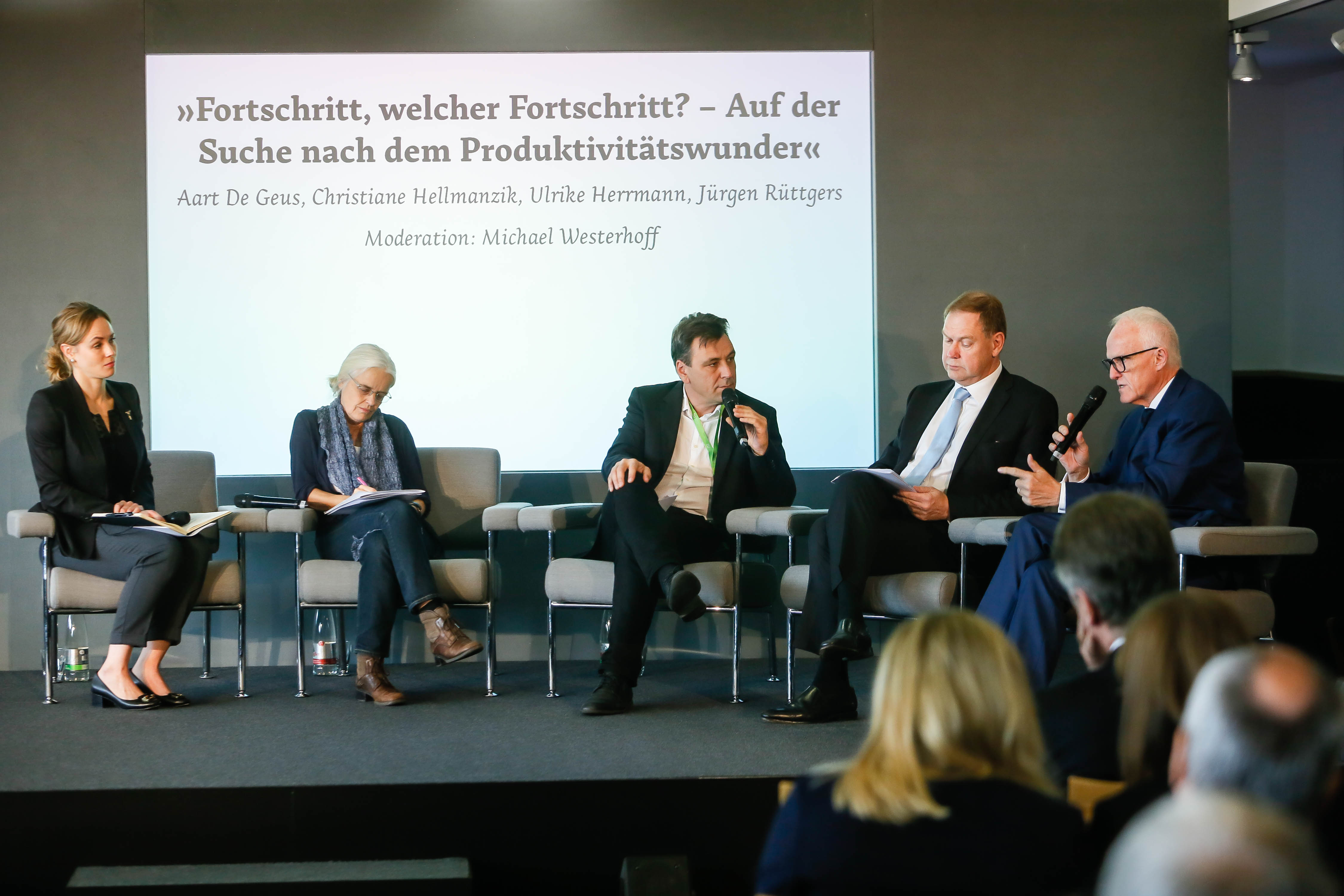 V.l.n.r.: Christiane Hellmanzik, Ulrike Herrmann, Michael Westerhoff, Aart De Geus, Jürgen Rüttgers. Bild: Oliver Schaper