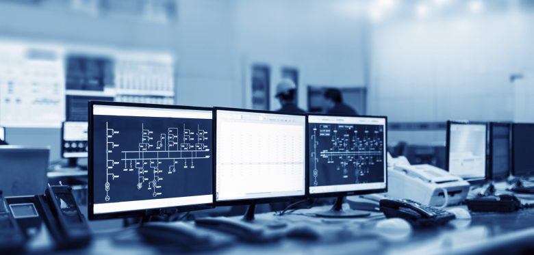 Modern plant control room and computer monitors, Kontrollraum mit mehreren Monitoren. © gui yong nian - stock.adobe.com